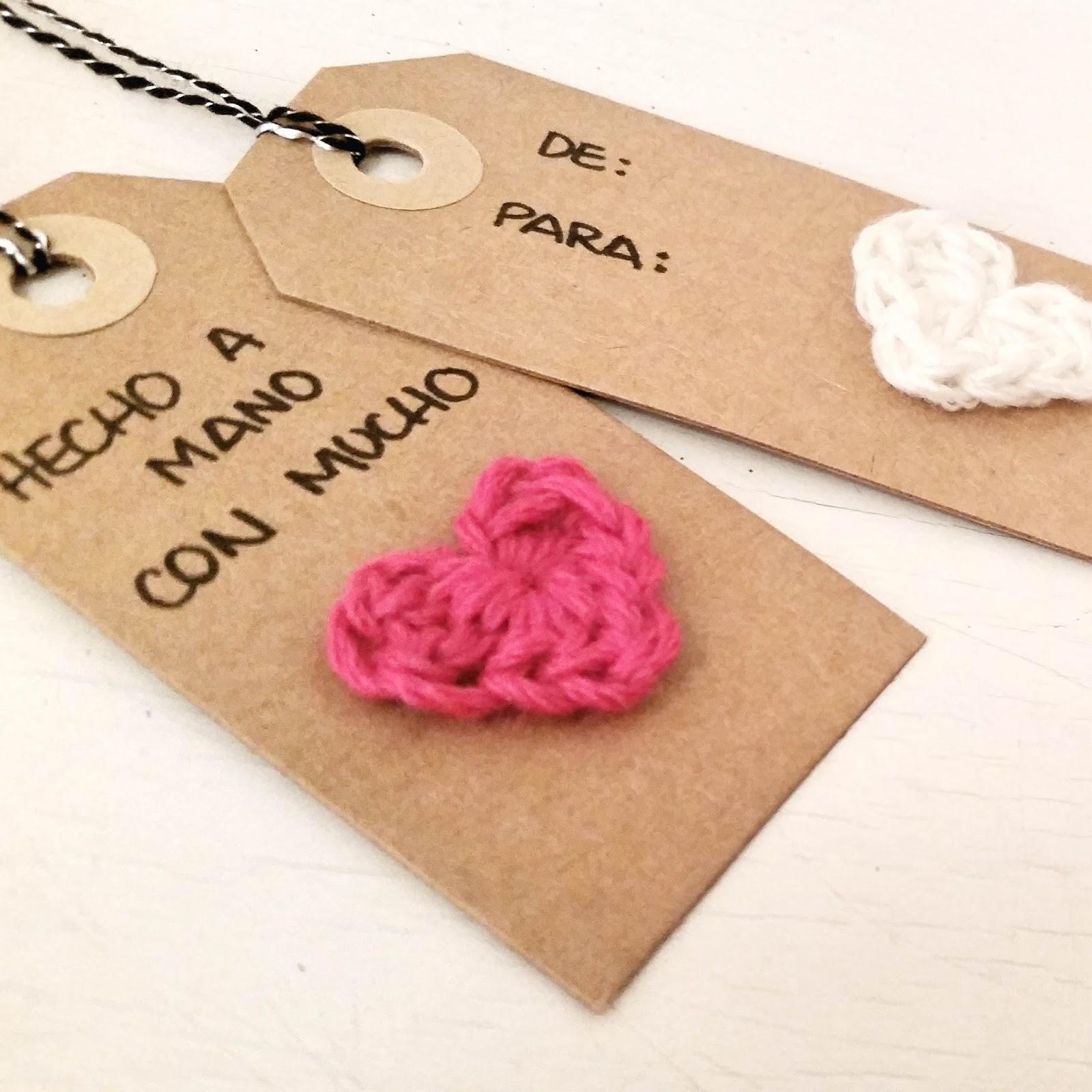 como hacer corazón mini para etiqueta a crochet o ganchillo