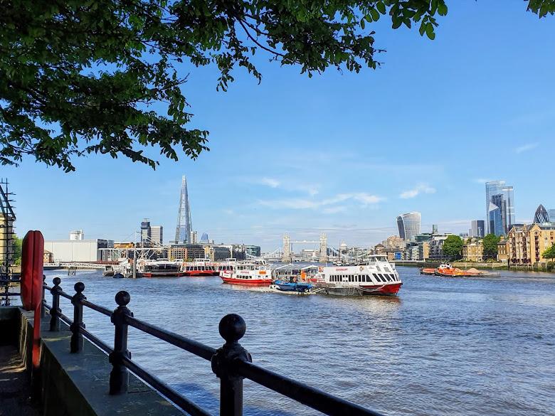 家裡附近泰晤士河河岸散步道的景色