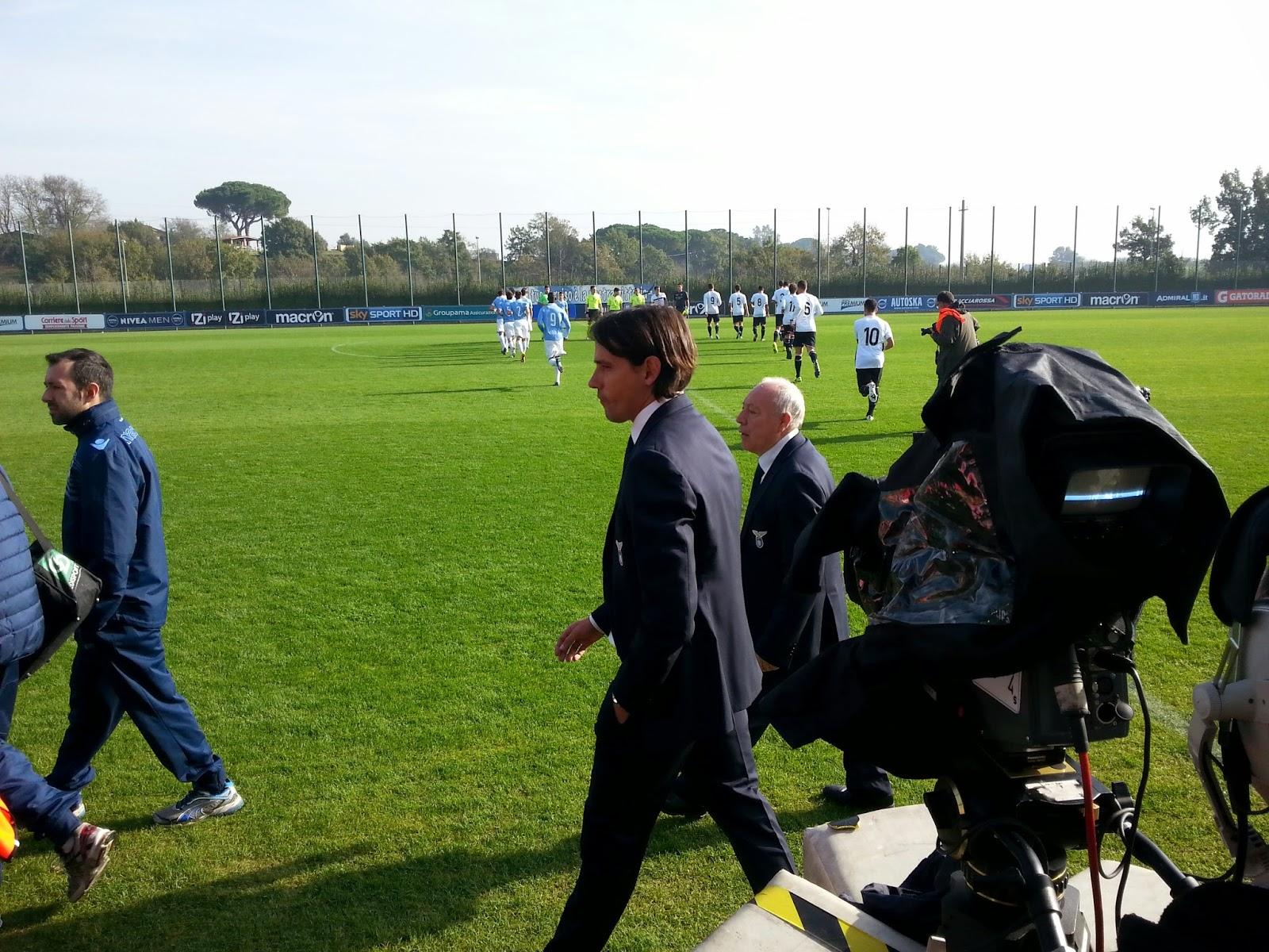 La panchina della Lazio, e le squadre mentre fanno il loro ingresso in campo. fotosportnotizie.com