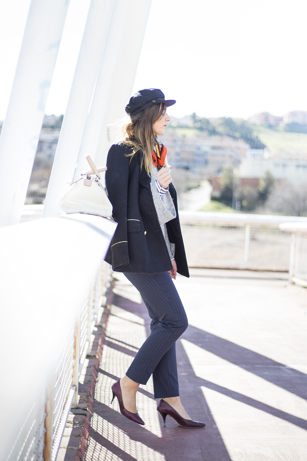 http://looking4theblacksheep.blogspot.com.es/2017/01/navy-blue-military-coat.html