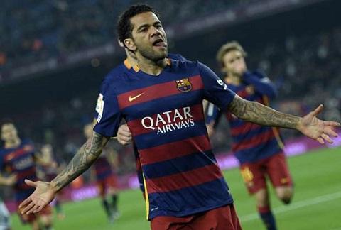 Hai lần sau, Alves đăng quang cùng câu lạc bộ Barca.