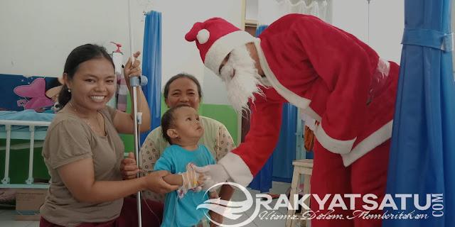 Wah, Ada Santa Hibur Anak-anak Sakit di RSUD Lakipadada