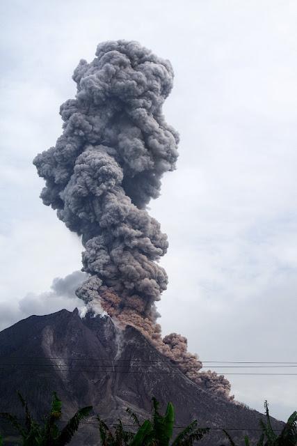 Sinabung volcano, Sumatra - RictasBlog