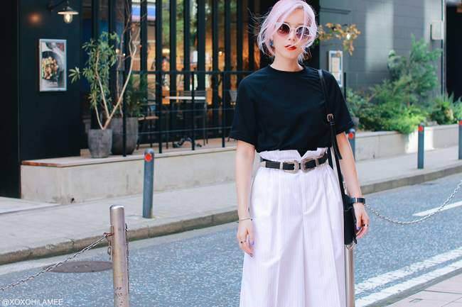 Japanese fashion blogger,Mizuho K,20180714OOTD,SheIn=Black tee/ COCODEAL=pin striped culotte cropped pants/ Rakuten=black mules/ YOINS=double buckle belt/ Sunglasses=zeroUV/Light in the Box=crossbody bag/ 3COINS=earrings/ Andreas Ingeman= navy blue watch, streetstyle