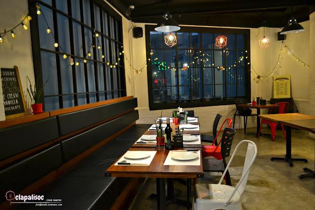 Hai Chix and Steaks restaurant details