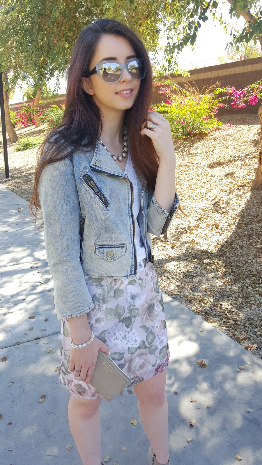 pastel outfit for spring with a denim jacket and reflective sunglasses