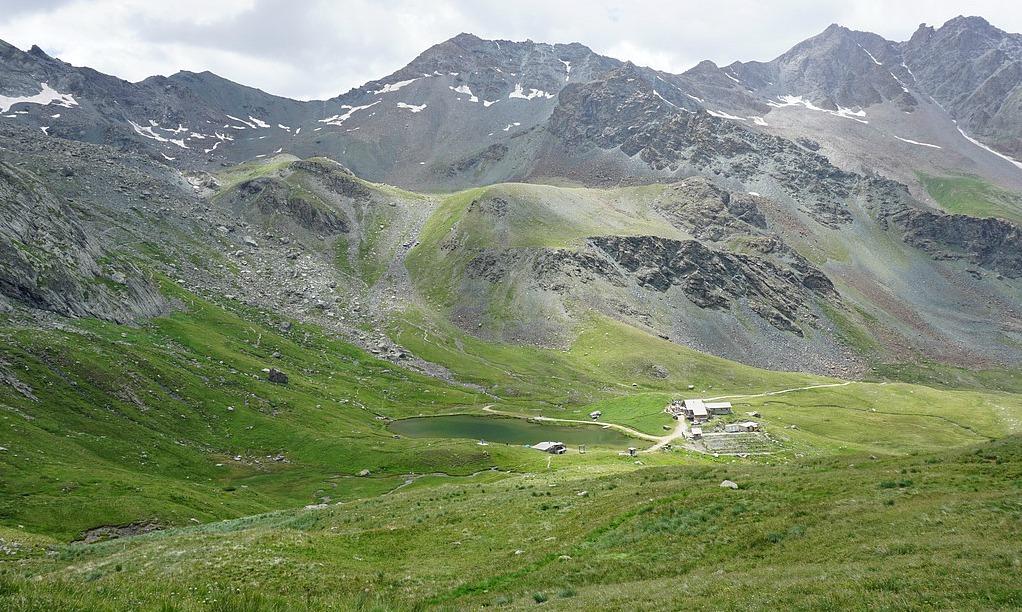 Lac and Refuge de la Blanche 2499 m