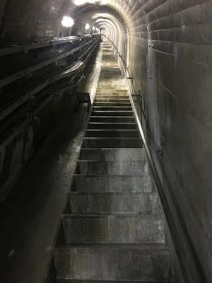 三国川ダムの内部上り階段