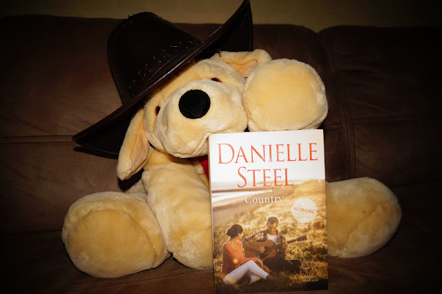 """Country"" Danielle Steel"