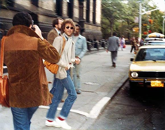 8 décembre 1980 : John Lennon tombe à terre