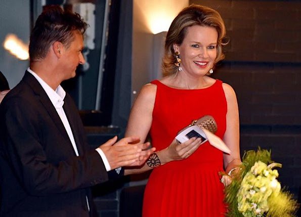 Cold Blood, Queen Mathilde at the KVS theatre in Brussels. Queen wore red dress, style koningin mathilde