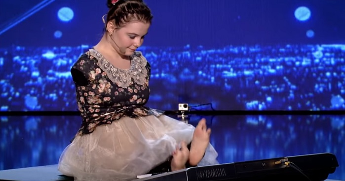 Girl With No Arms Gave An Amazing Performance That Left The Audience Speechless