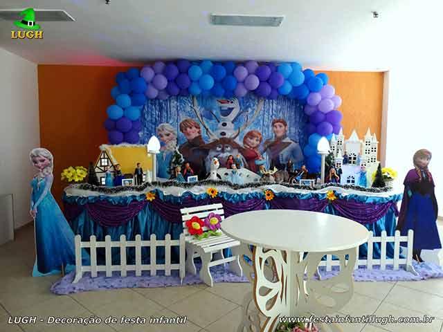Decoracao aniversário infantil Frozen - Mesa tradicional forrada de tecido versão luxo
