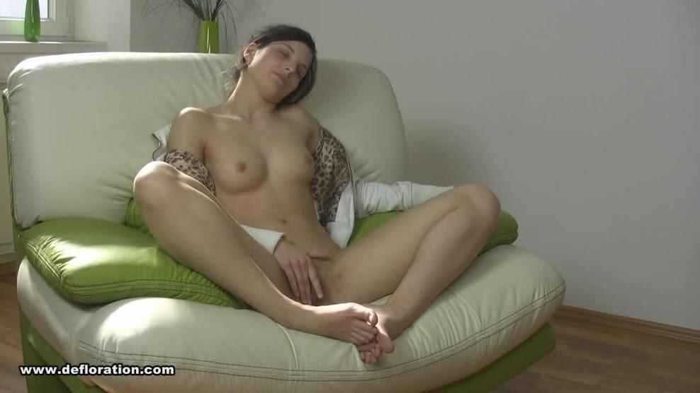 Defloration virgin Fuck first time-Cintia_Bosse.avi sexy girls image jav
