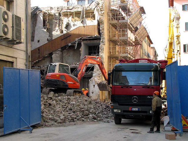 Demolition of the Moderno movie theater, Livorno