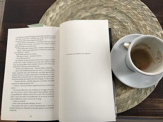 Um Trono Negro de Kendare Blake, Porto Editora