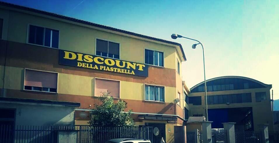 nonsolocalcio.info: FOTO - Discount Della Piastrella di Lello Aprea ...
