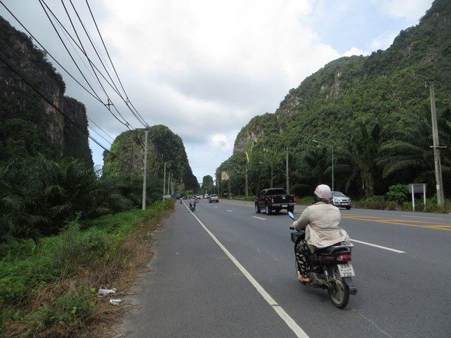 Дорога вдоль гор Таиланд