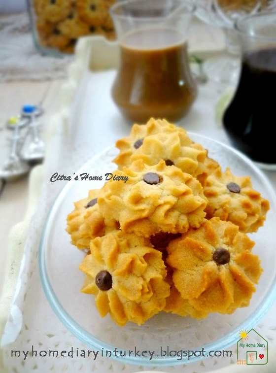 Melt in your mouth Peanut butter spritz cookies / Semprit selai kacang   Çitra's Home Diary. #peanutbutter #peanutbuttercookies #selaikacang #kuekeringselaikacang #peanutcookies #kukerkacang #cookies #kuelebaran #peanut #dessert