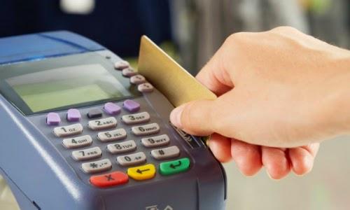 Mất phí gần 5% khi mua vé máy bay bằng thẻ tín dụng