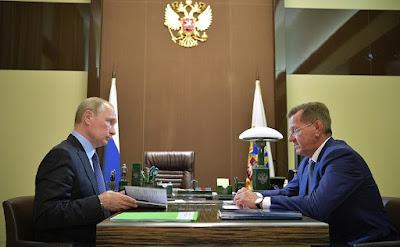 Vladimir Putin with Astrakhan Region Governor Alexander Zhilkin.