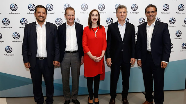 Image Attribute: Volkswagen is investing €560 million in the Pacheco plant in Argentina, and in a new SUV for the South American market: (f.l.t.r.) Hernán Vázquez, CEO of Volkswagen Argentina, CEO of Volkswagen, Dr. Herbert Diess, Governor María Vidal, the President of Argentina, Mauricio Macri, and the CEO of Volkswagen's South America Region, Pablo Di Si, announced the investments at Volkswagen's plant in Pacheco, Argentina. / Source: Volkswagen AG