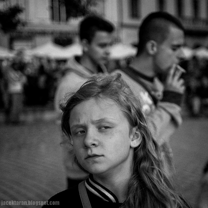 portret dziecka, kids portrait, girl, dziewczynka, czarno-biala