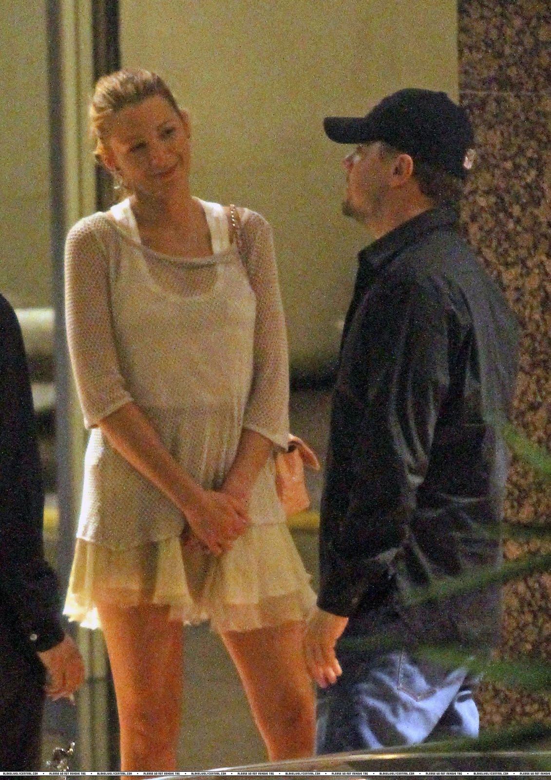 Gossip Freak Blake Lively Leonardo Dicaprio Hold Hands On Moonlit Stroll