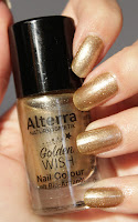 http://lacquediction.blogspot.de/2016/12/alterra-golden-wish-nail-colour-02.html