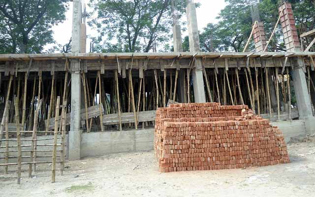 বকশীগঞ্জে বিদ্যালয়ের ভবন নির্মাণ কাজে অনিয়মের অভিযোগ