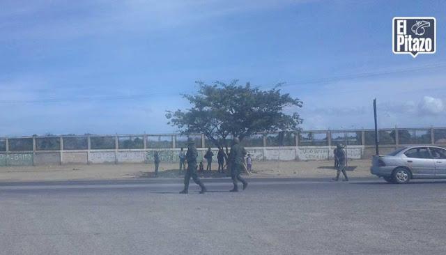 Al este de Cumaná saquearon camiones de carga y vehículos para buscar comida