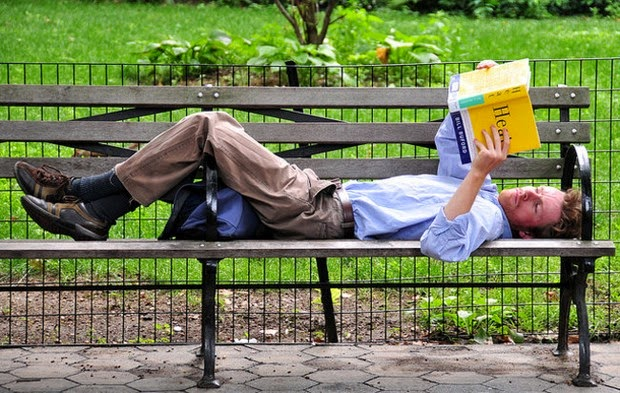 20 Things To Do When You're 30 That Will Make Life Better At 50 - Read at least 10 books a year.