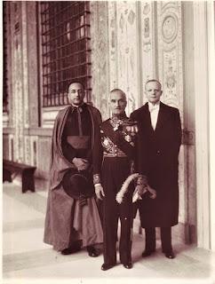 Ambasador Kazimierz Papée, radca kanoniczny ks. prałat Walerian Meysztowicz oraz sekretarz ambasady Bronowski- fot www.msz.gov.pl