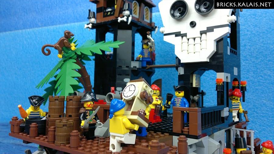 02. Piraci wnoszą zegar gubernatora Broadside'a