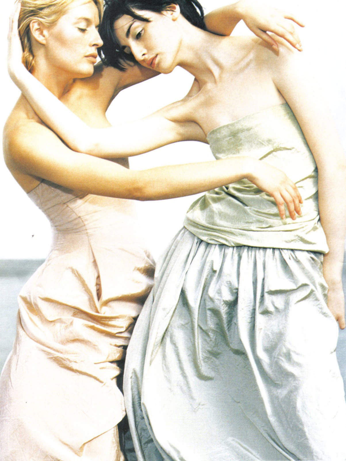 Spring green/white/grey mood board / Annie Morton & Erin O'Connor in Donna Karan Spring/Summer 1999 campaign photographed by Peter Lindbergh via www.fashionedbylove.co.uk