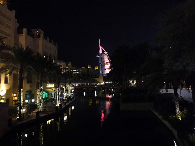 hotel vela en Dubai
