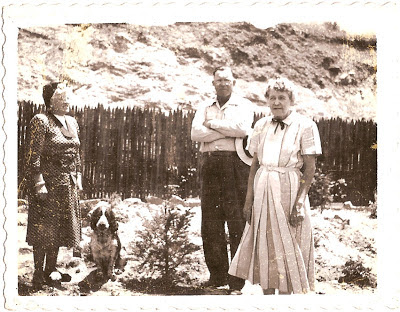 Ellen Bean in California with relatives or friends