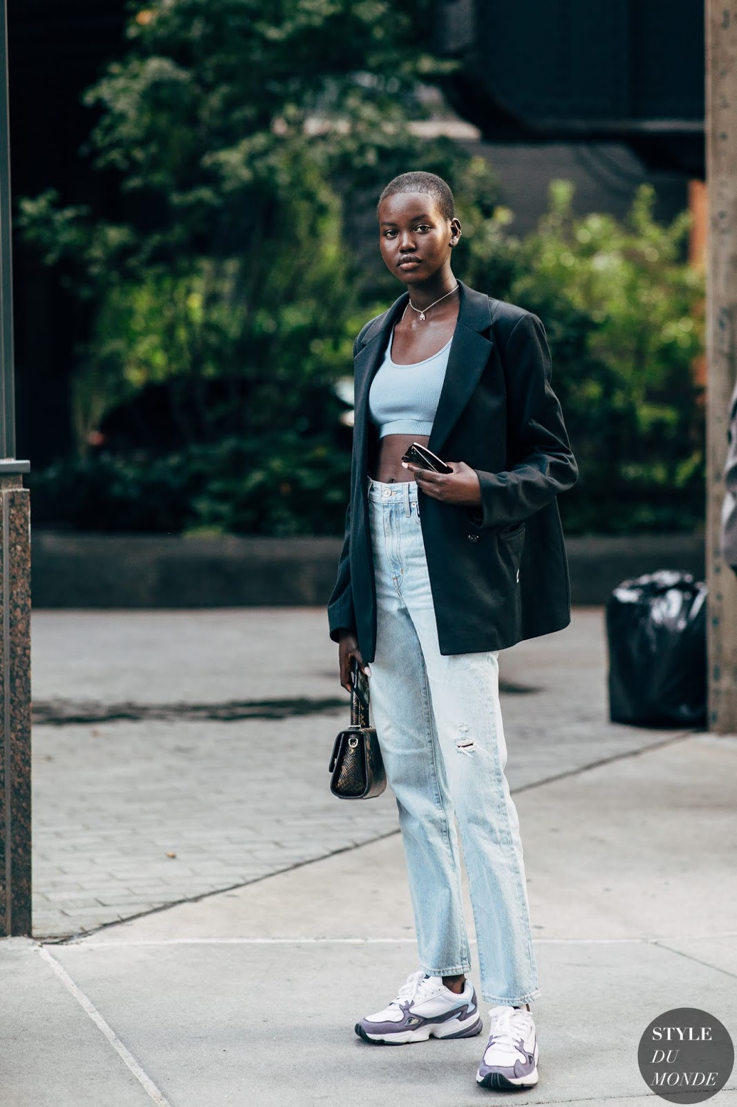 You Can Wear This Model Off-Duty Look Anywhere