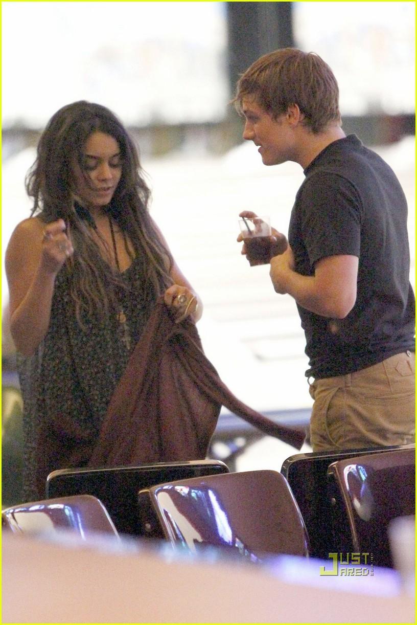 josh hutcherson and vanessa hudgens dating