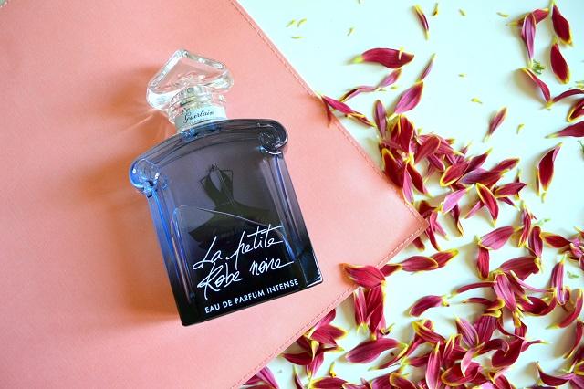 profumi femminili per le sere d'estate; guerlain la petite robe noire eau de parfum intense