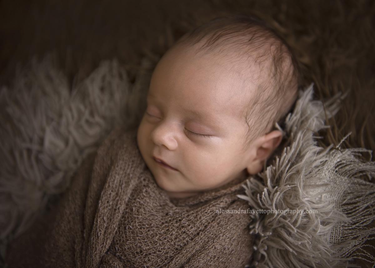 Sesión de fotos de recién nacido a domicilio en Dos Hermanas, Sevilla