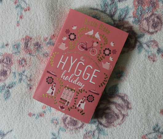 Book Review: The Hygge Holiday by Rosie Blake