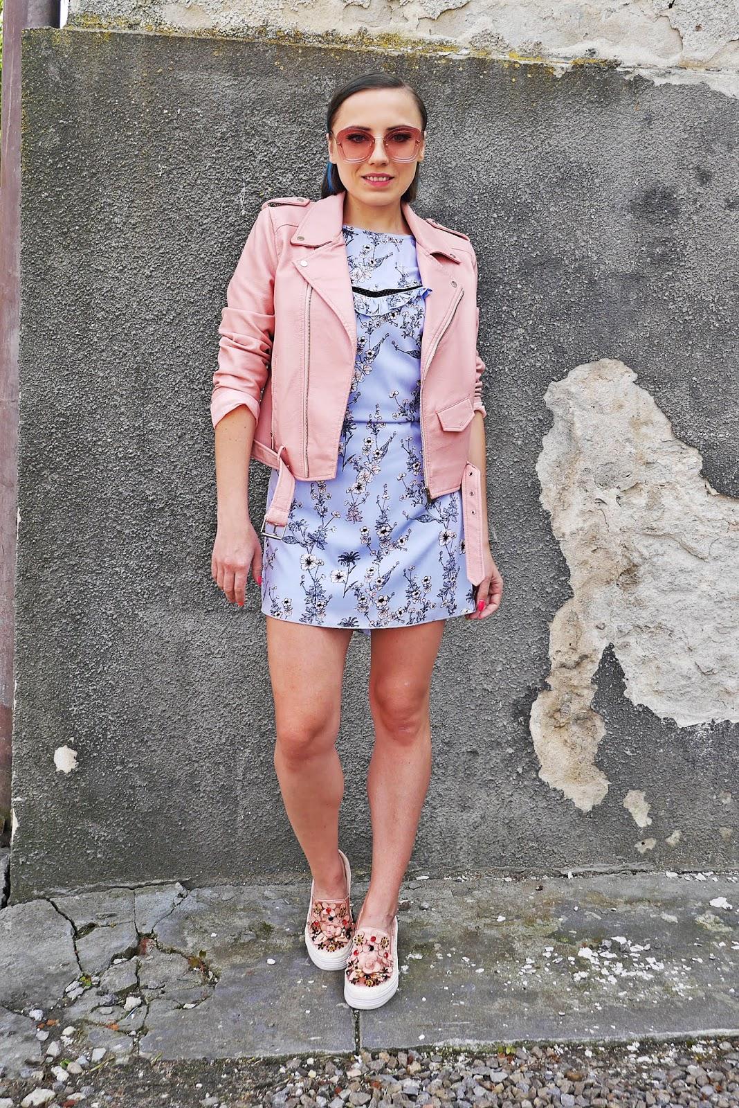 1_sukienka_w_kwaity_bonprix_rozowa_ramoneska_buty_renee_karyn_blog_modowy_200518