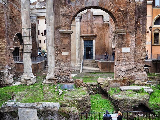 Roma - Jewish Ghetto -Ruine ale clãdirilor antice aflate în zona ghetoului