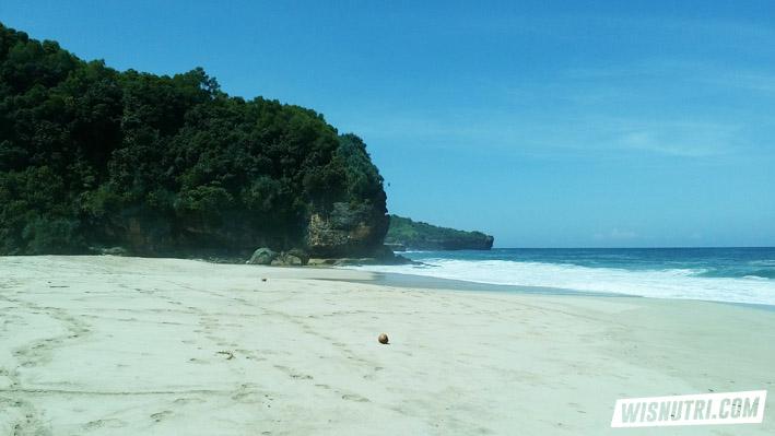 Pantai Kunir Pacitan