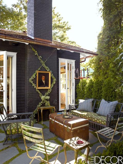 Skandinavisch oder amerikanisch? Holzhaus in Kalifornien im Vintage Design eingerichtet: Terrasse