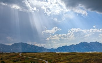 Wallpaper: Sun rays through storm clouds