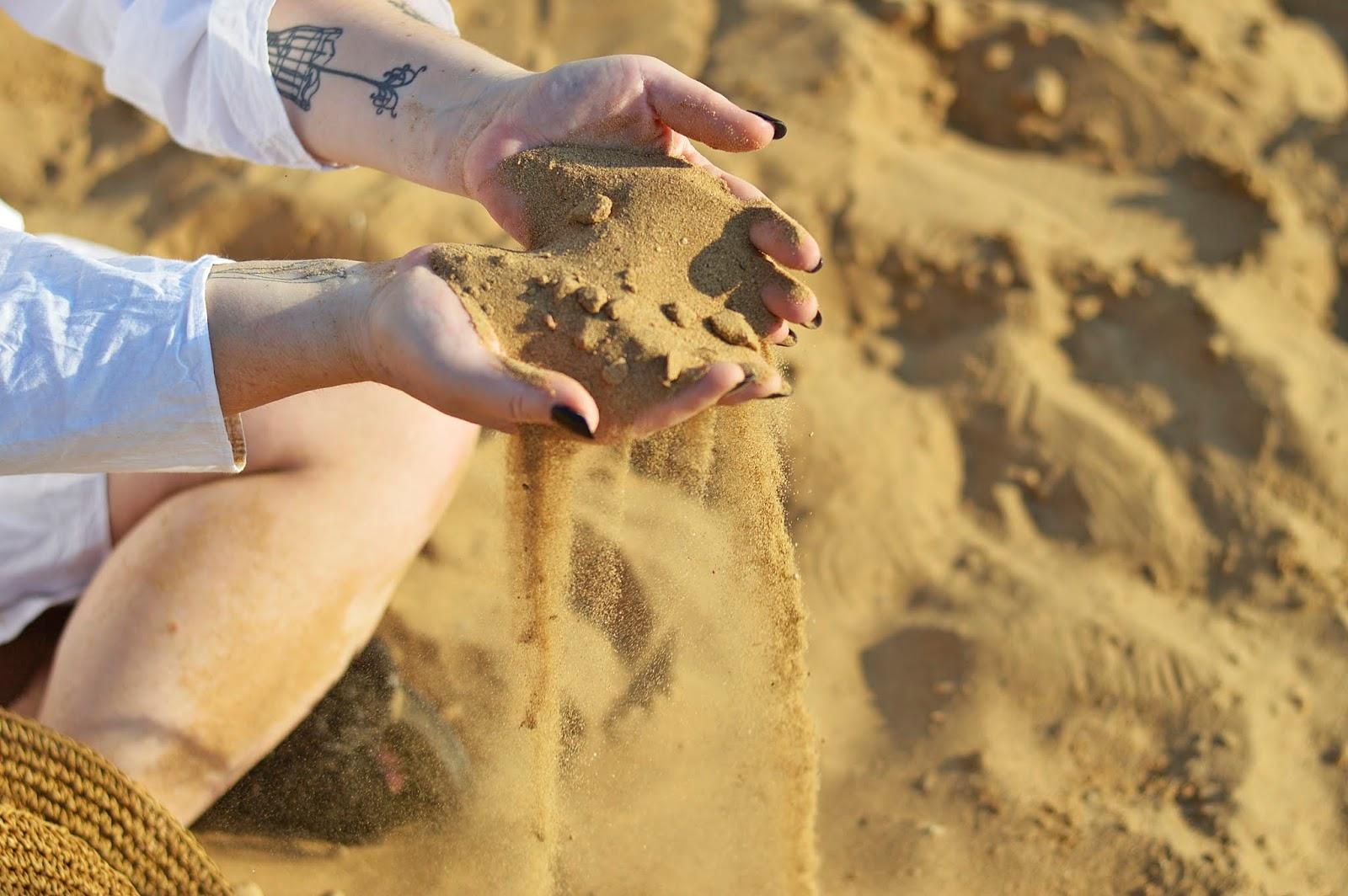 Sand, piasek, summer, hot, white shirt
