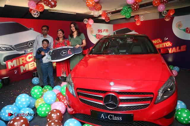Raashi Khanna at Mirchi 95 Suno Mercedes Jeeto Contest Stills  0022