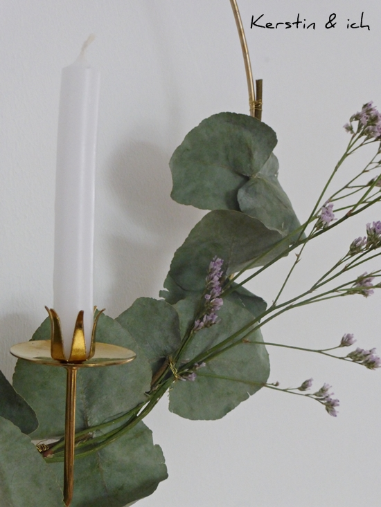 DIY Kranz gold mit Eukalyptus und Balance-Kerzenhalter